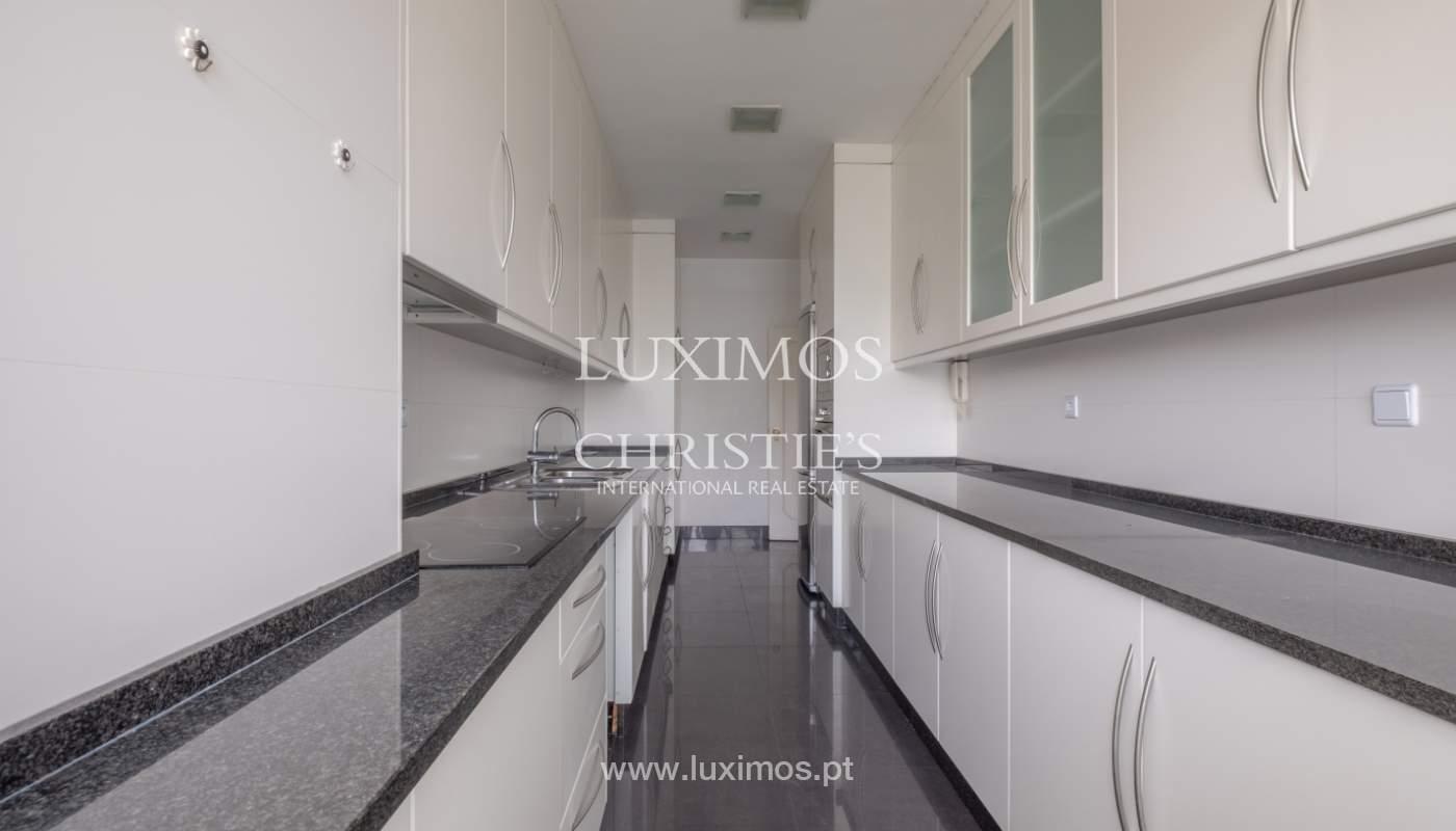 Arrendamento de apartamento com varanda, na Boavista_150959