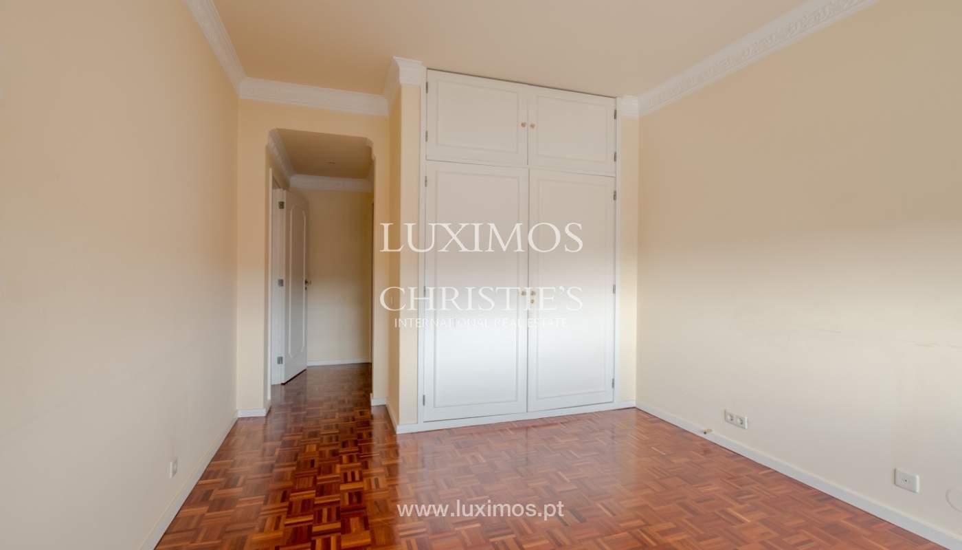 Arrendamento de apartamento com varanda, na Boavista_150975