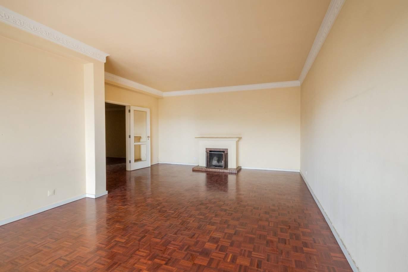 apartment-with-balcony-for-sale-boavista-porto-portugal