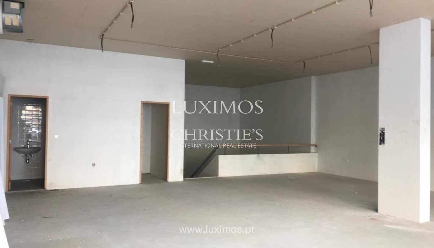 Shop, for sale, in prime area of Porto, Portugal_152136