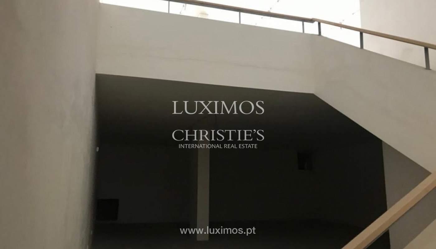 Loja, para venda, em zona nobre do Porto_152141