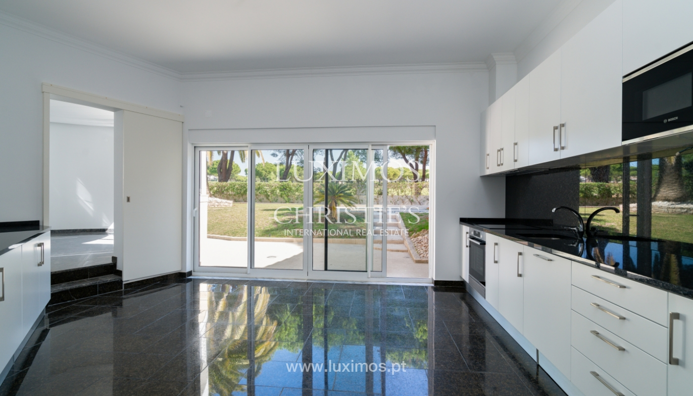 Villa with 4 Bedrooms, pool and garden, centre of Vilamoura, Algarve_153121