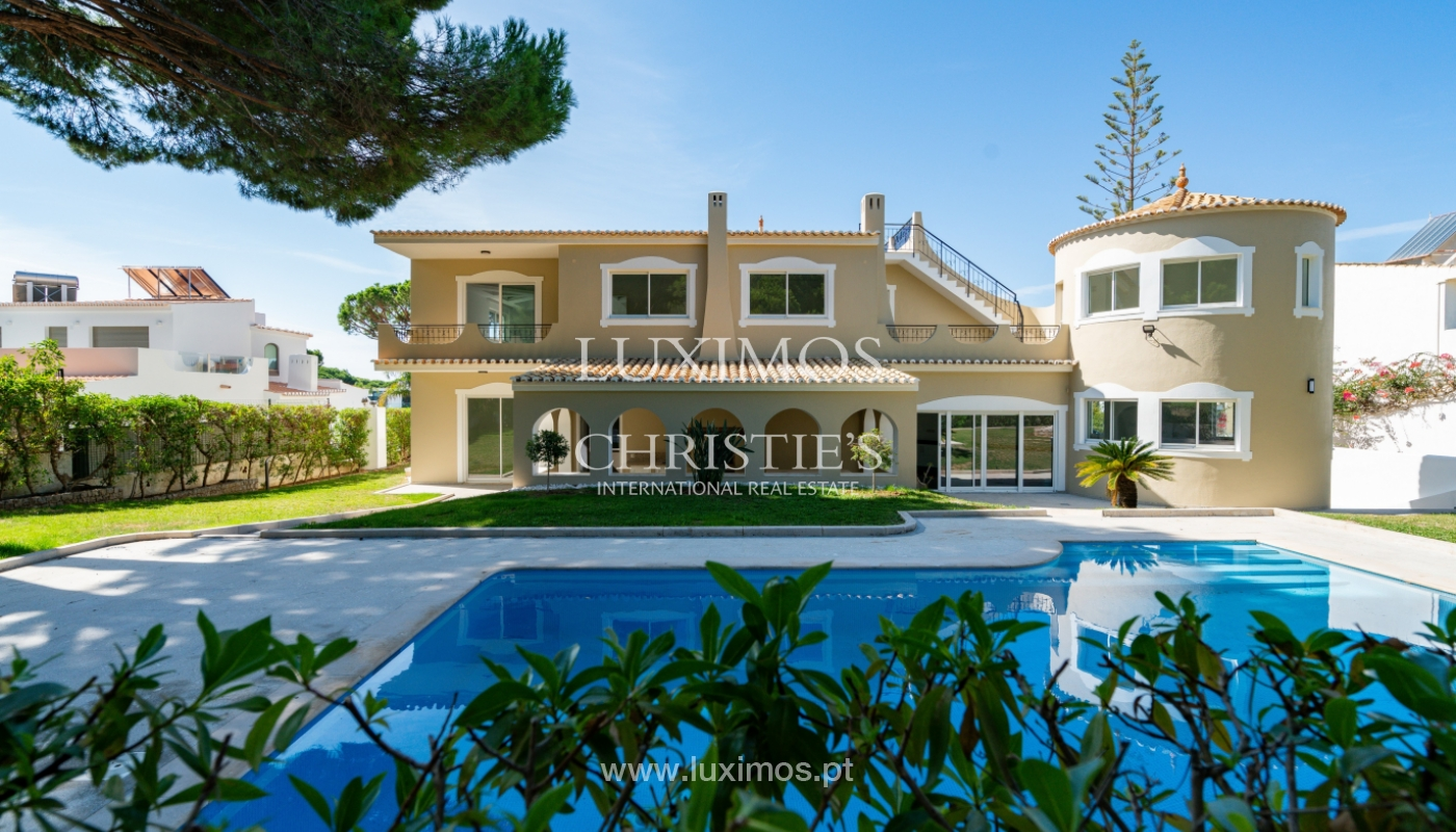 Villa with 4 Bedrooms, pool and garden, centre of Vilamoura, Algarve_153173