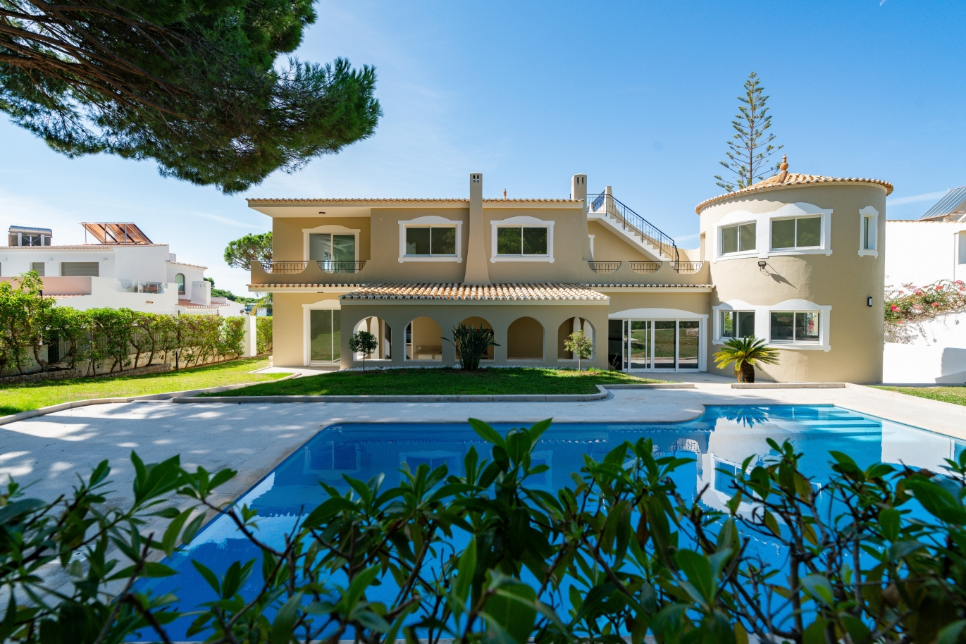 villa-with-4-bedrooms-pool-and-garden-centre-of-vilamoura-algarve
