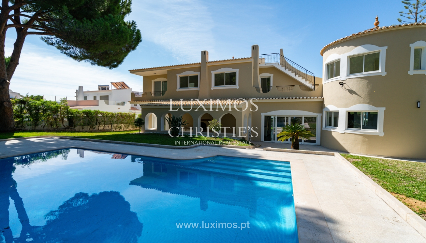 Villa with 4 Bedrooms, pool and garden, centre of Vilamoura, Algarve_153176