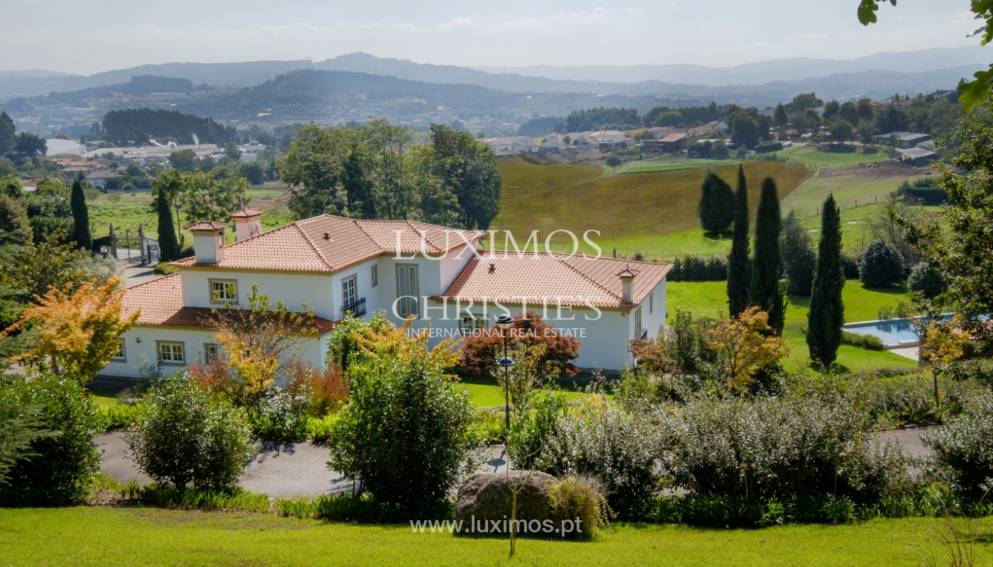 Casa típica portuguesa com jardim e piscina, para venda, em Guimarães_153277