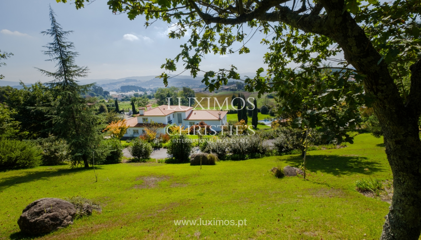 Casa típica portuguesa com jardim e piscina, para venda, em Guimarães_153278