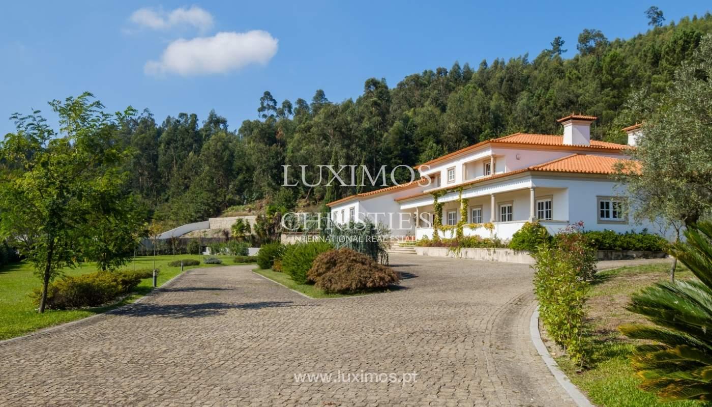 Casa típica portuguesa com jardim e piscina, para venda, em Guimarães_153283