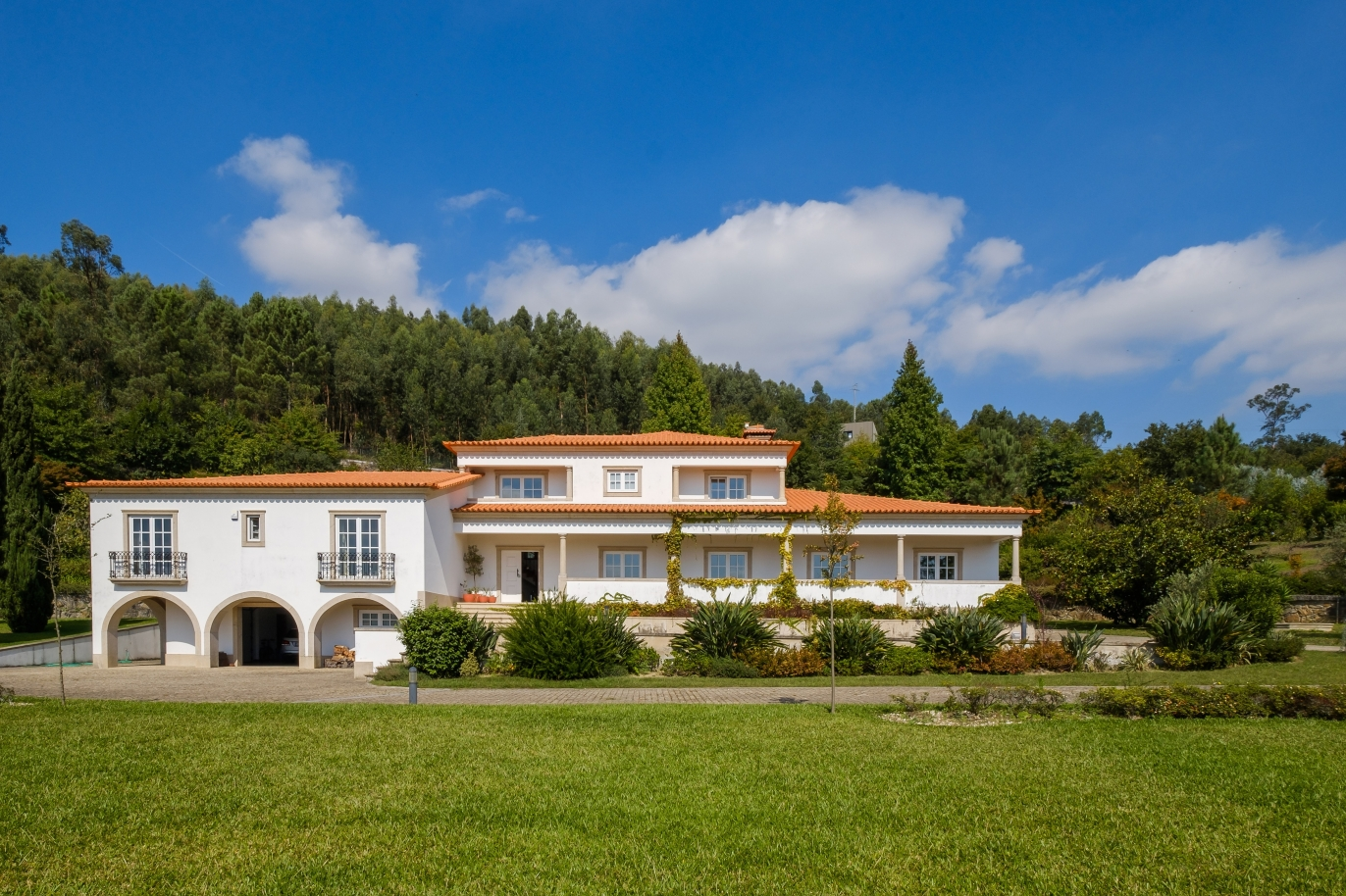 tipical-portuguese-house-with-garden-and-swimming-pool-for-sale-guimaraes-portugal