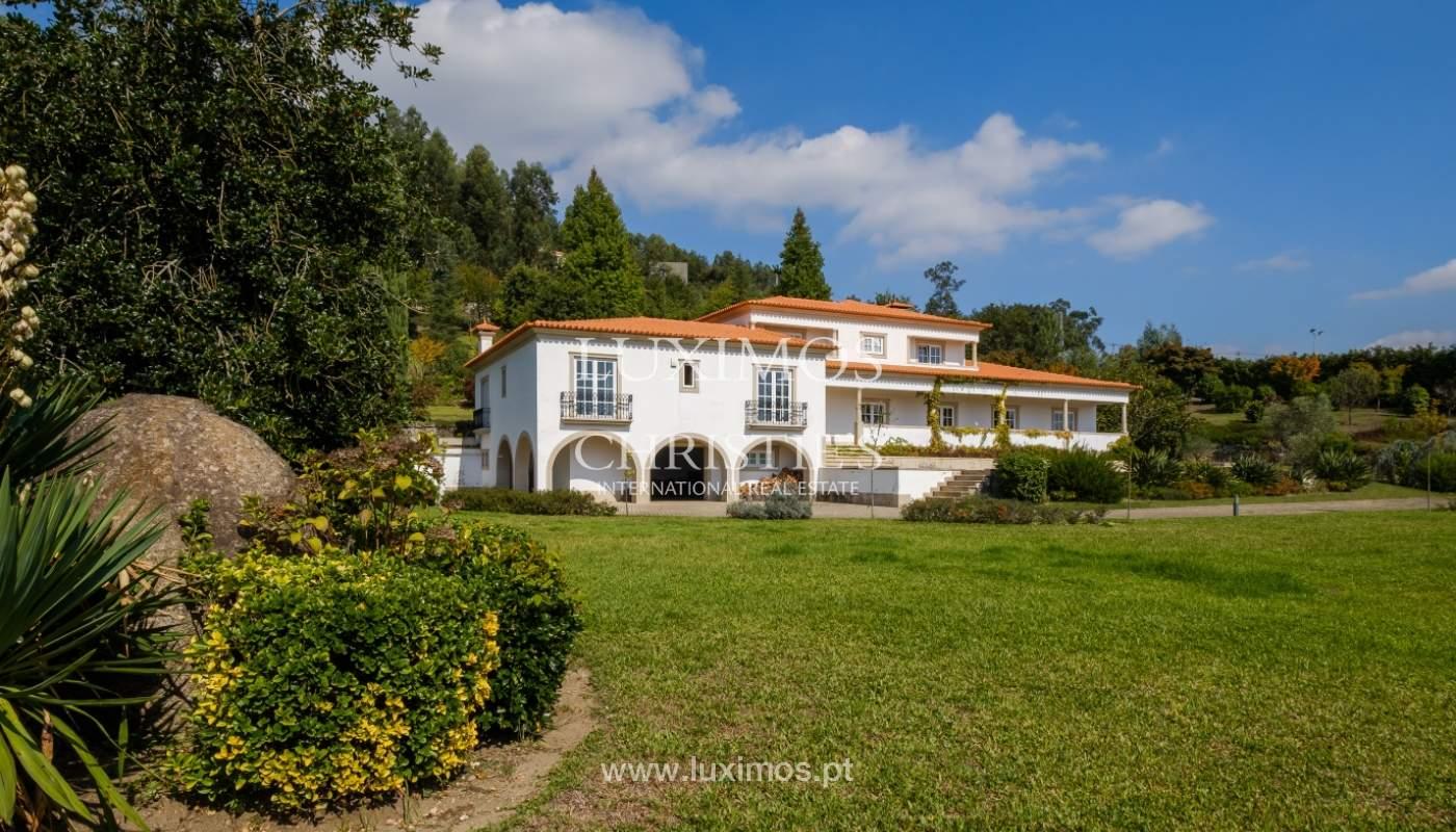 Casa típica portuguesa com jardim e piscina, para venda, em Guimarães_153290