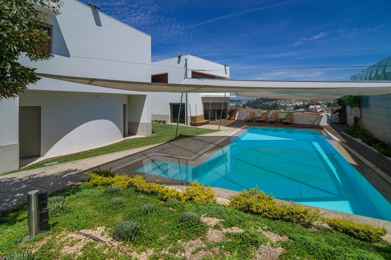 3-bedroom-villa-with-pool-and-garden-for-sale-at-trofa-porto-portugal