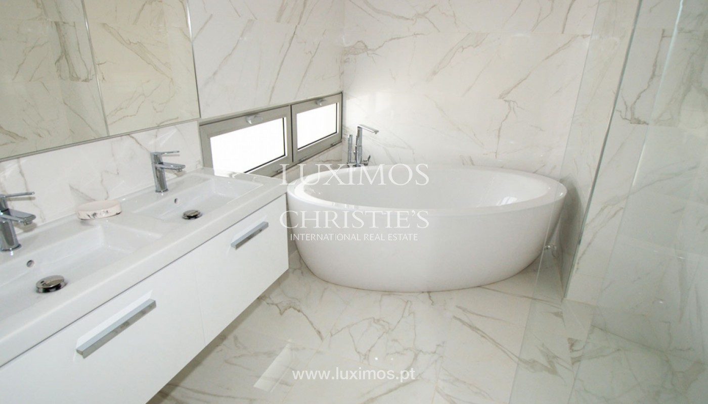 Villa with 3 Bedrooms, in private condominium, for sale, Ferragudo, Algarve_156342