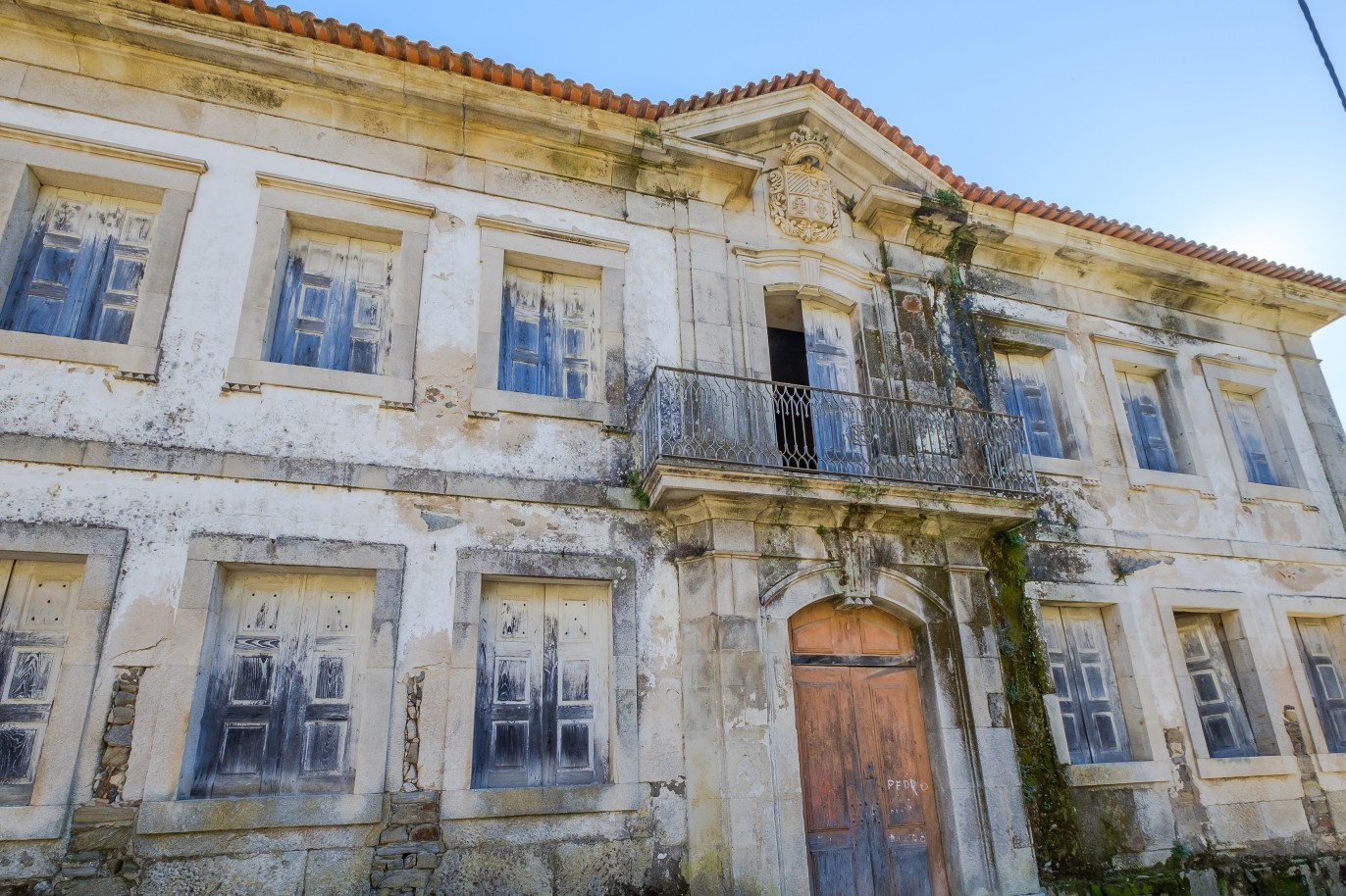 19th-century-palace-sale-to-refurbish-douro-valley-lamego-portugal