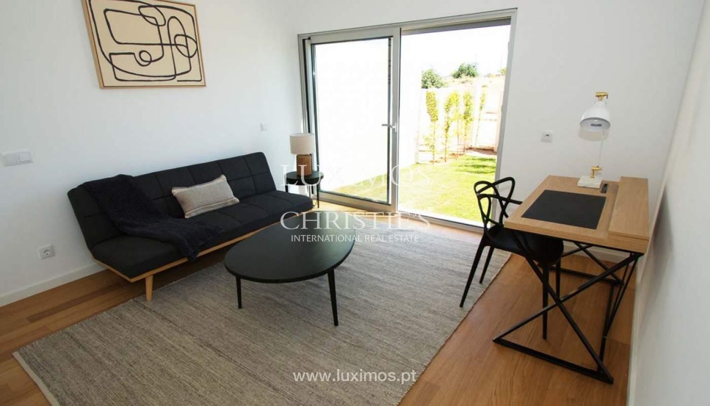 Casa de 3 dormitorios, en condominio privado, en venta, Ferragudo, Algarve_157803