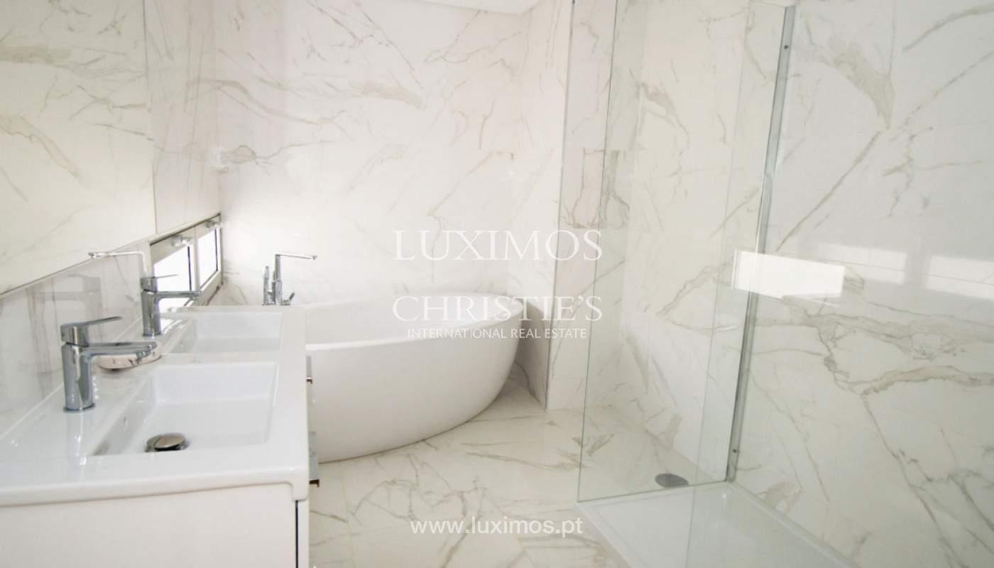 Casa de 3 dormitorios, en condominio privado, en venta, Ferragudo, Algarve_157818