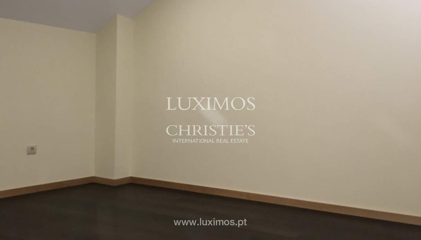 Neue Hochparterre-Wohnung, zu verkaufen, im Zentrum von Porto, Portugal_158138