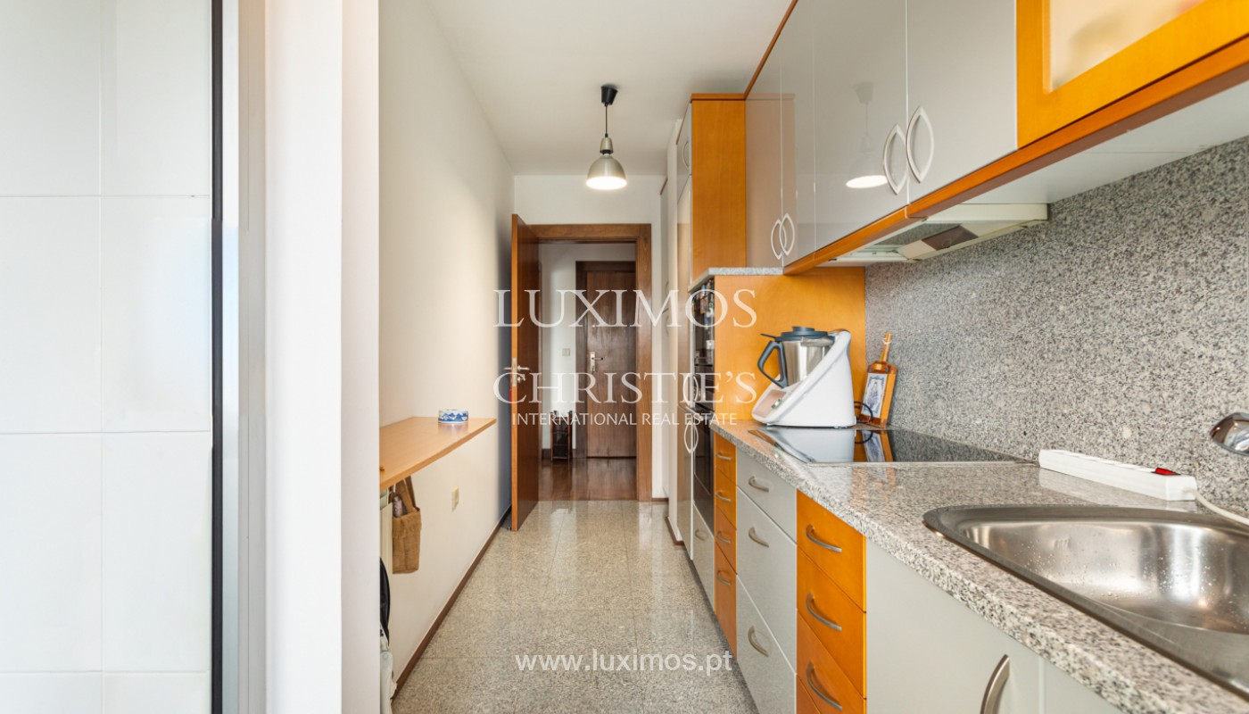Apartamento com varanda, para venda, em Lordelo do Ouro_158729