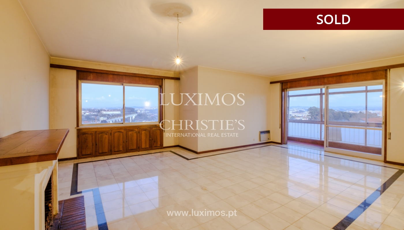 Sale of apartment for remodelling with river views, in V.N. de Gaia, Portugal_158825