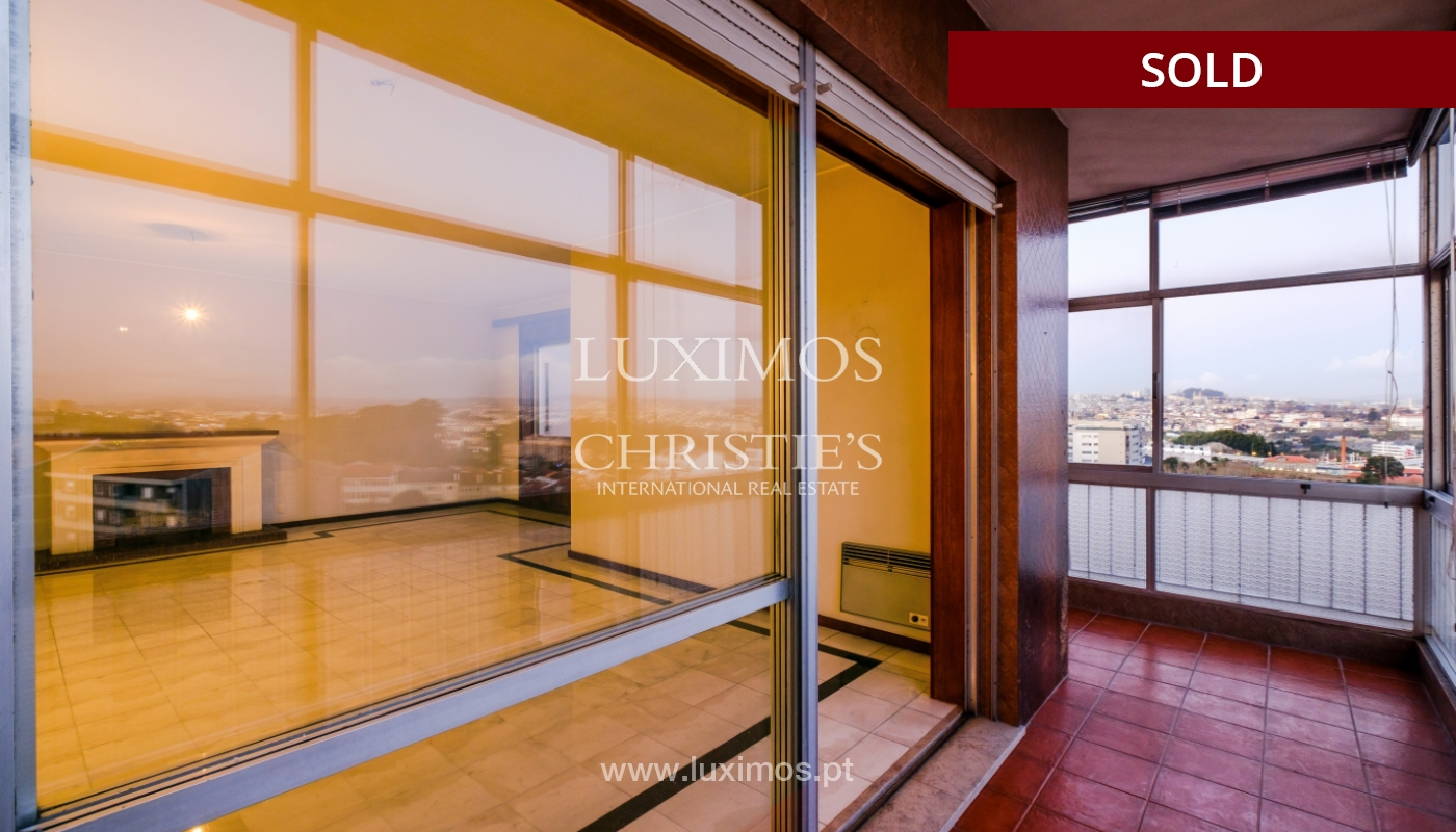 Sale of apartment for remodelling with river views, in V.N. de Gaia, Portugal_158826