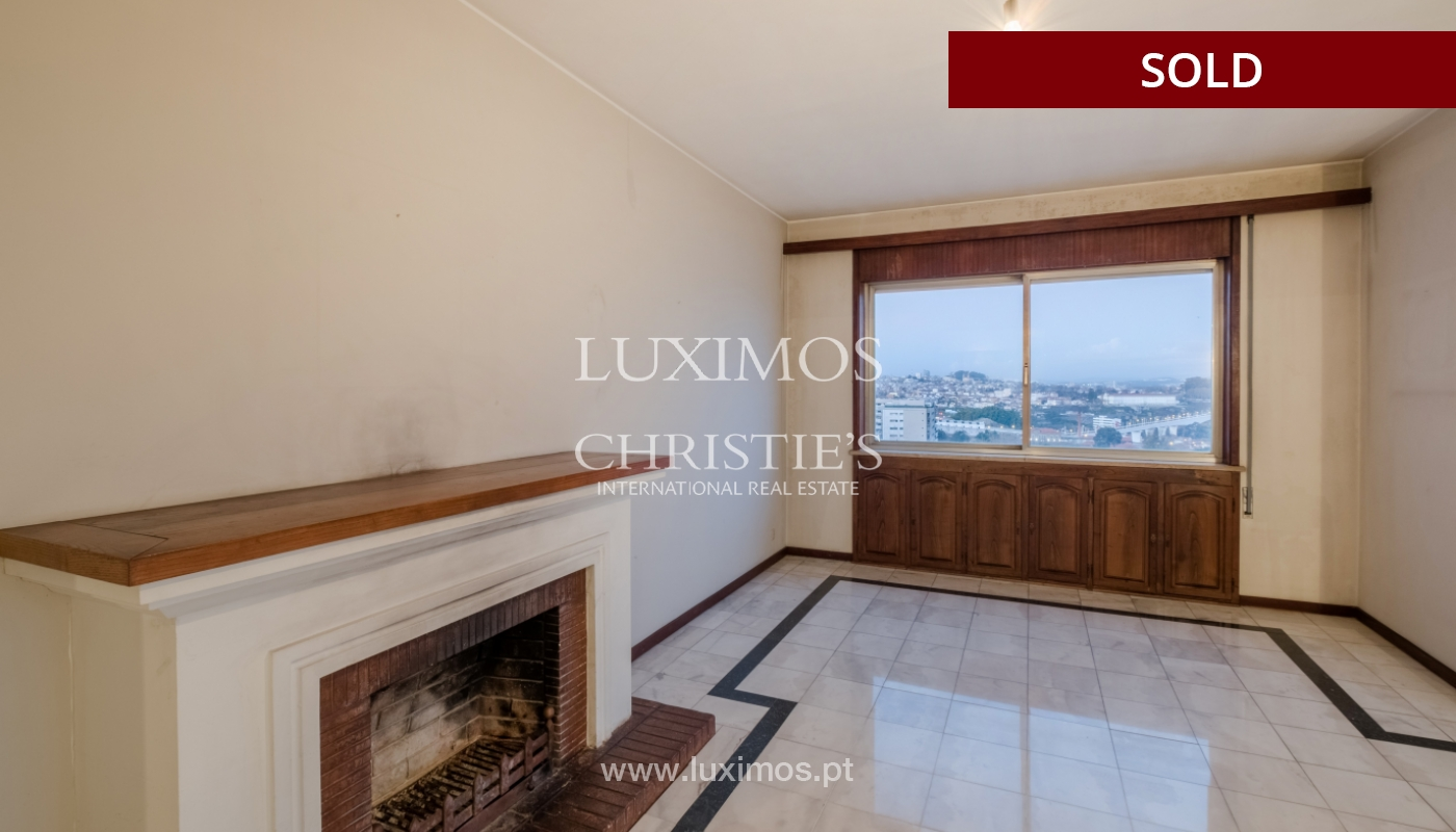Sale of apartment for remodelling with river views, in V.N. de Gaia, Portugal_158829