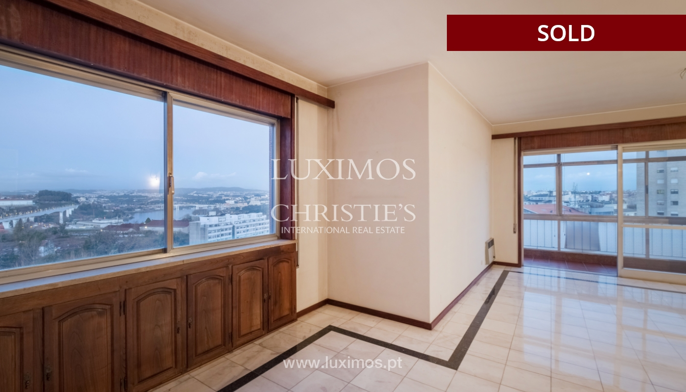 Sale of apartment for remodelling with river views, in V.N. de Gaia, Portugal_158830