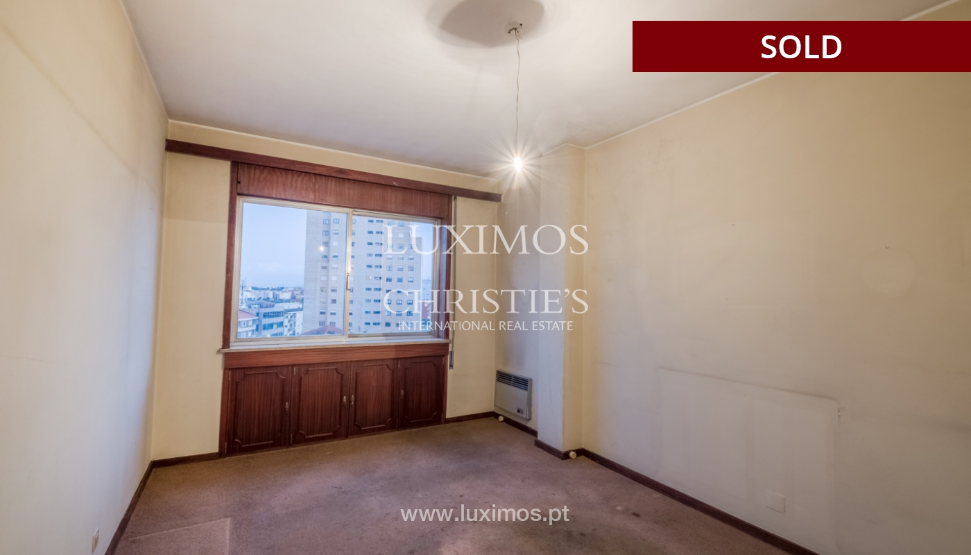 Sale of apartment for remodelling with river views, in V.N. de Gaia, Portugal_158832