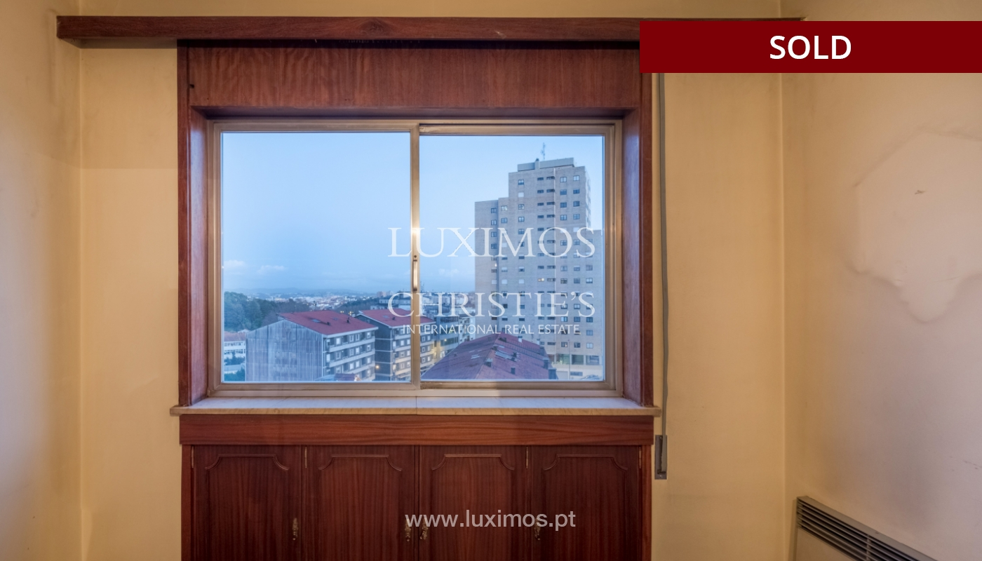 Sale of apartment for remodelling with river views, in V.N. de Gaia, Portugal_158834