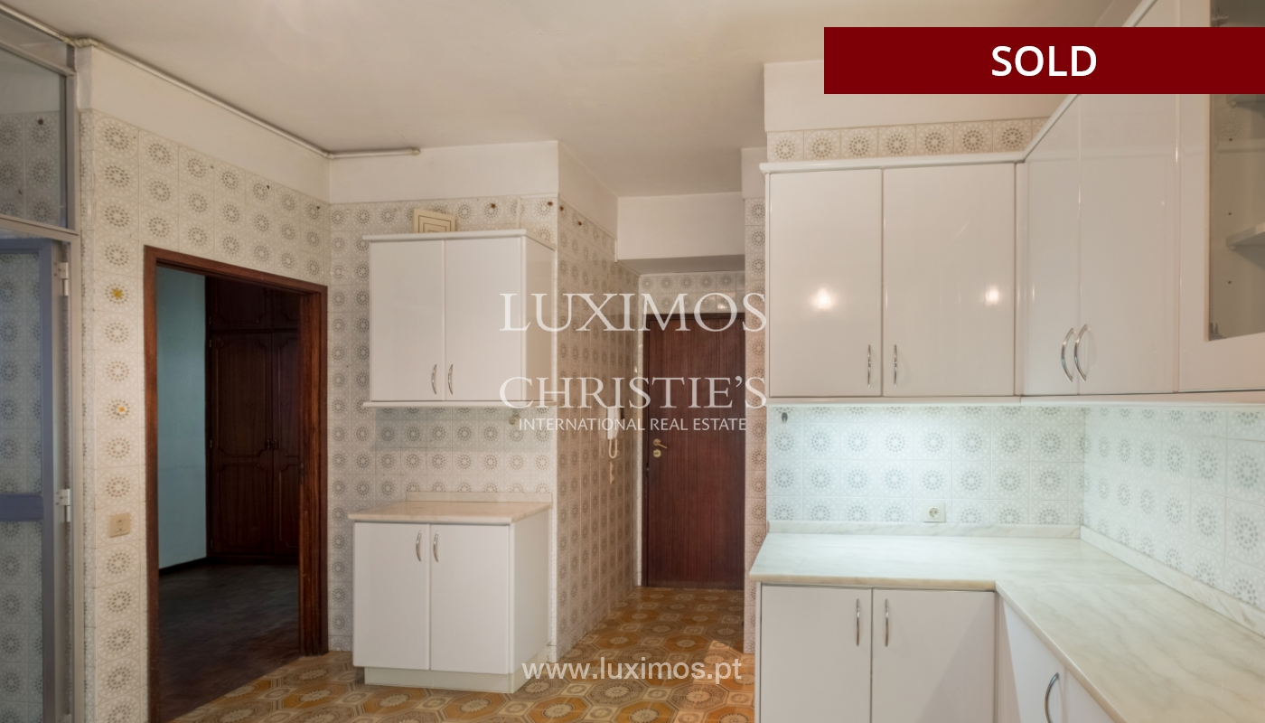 Sale of apartment for remodelling with river views, in V.N. de Gaia, Portugal_158835