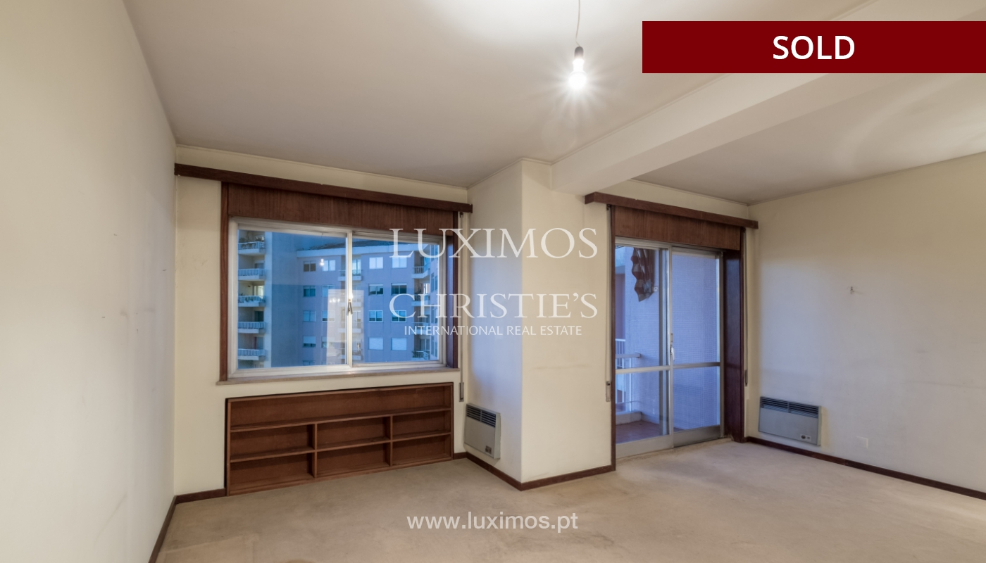 Sale of apartment for remodelling with river views, in V.N. de Gaia, Portugal_158849