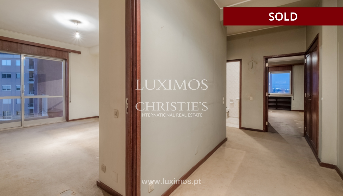 Sale of apartment for remodelling with river views, in V.N. de Gaia, Portugal_158853