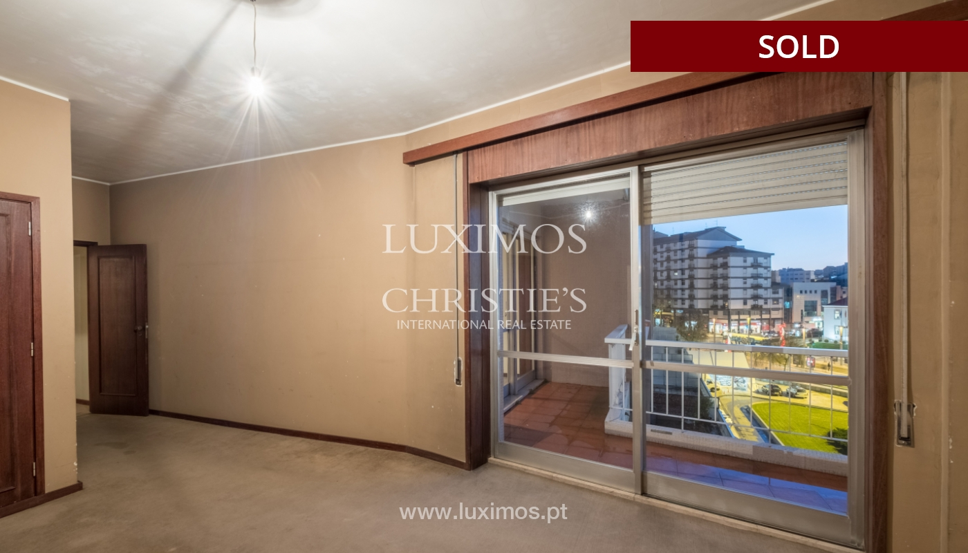 Sale of apartment for remodelling with river views, in V.N. de Gaia, Portugal_158861