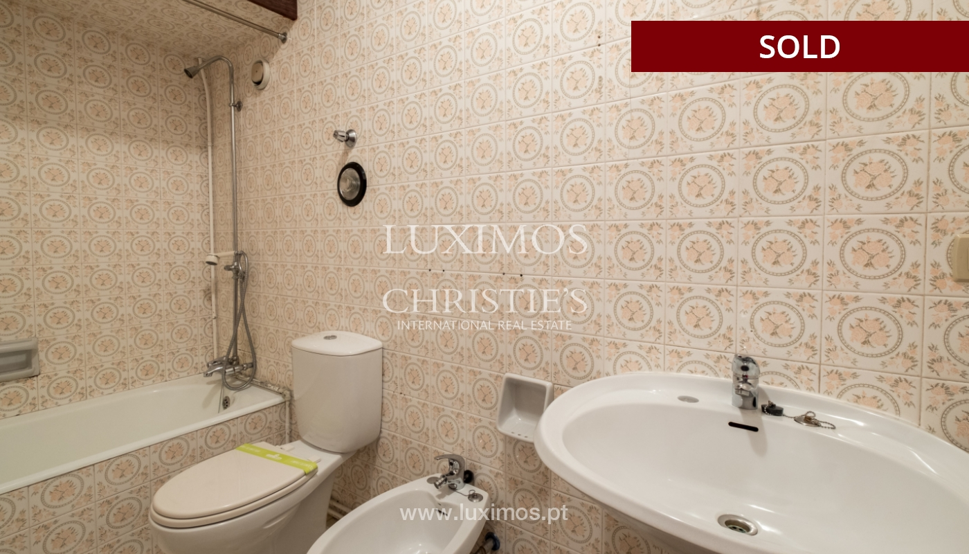 Sale of apartment for remodelling with river views, in V.N. de Gaia, Portugal_158862