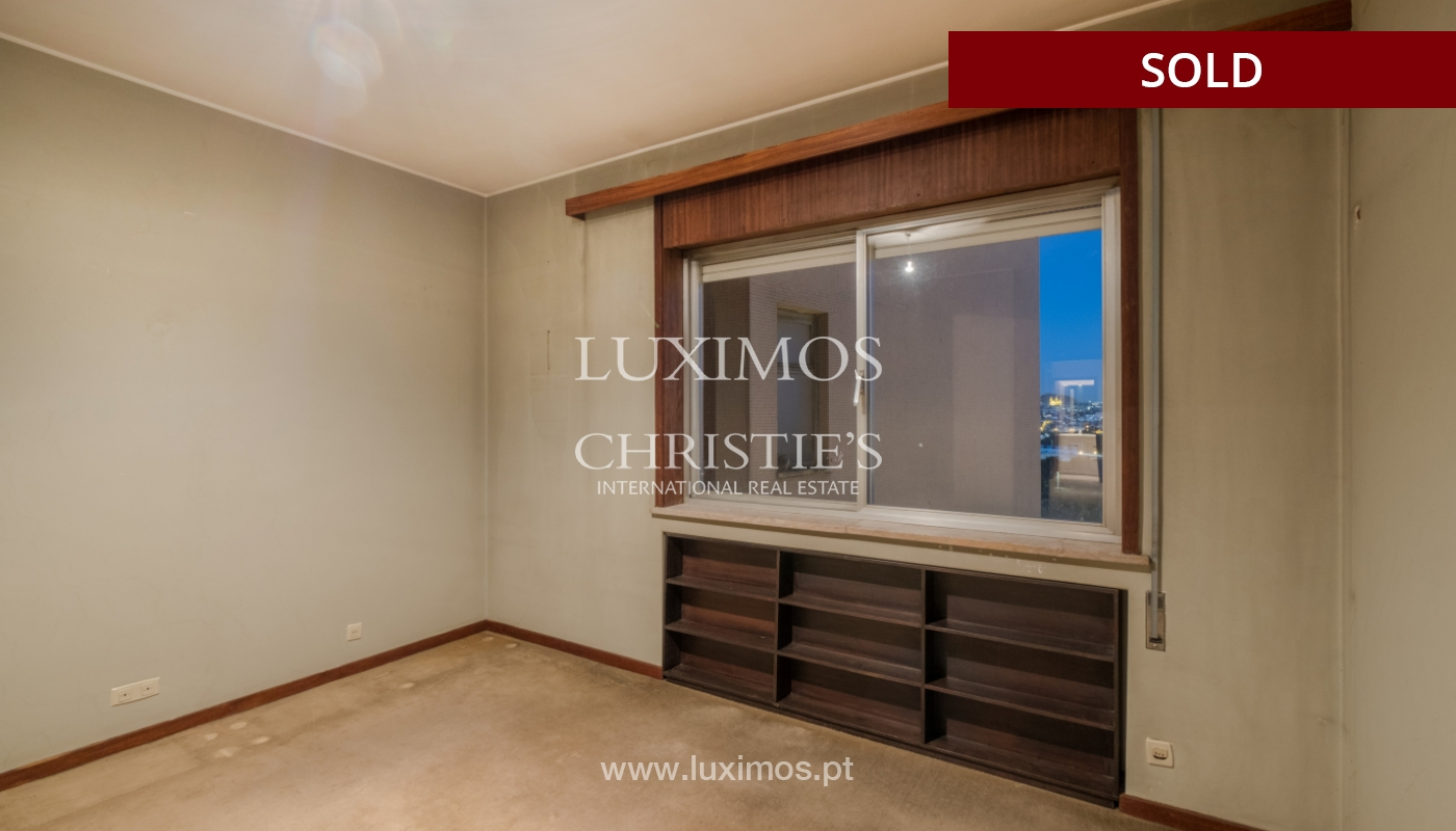 Sale of apartment for remodelling with river views, in V.N. de Gaia, Portugal_158865