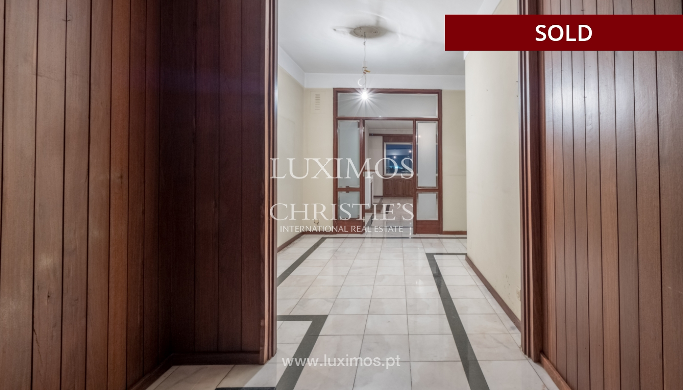Sale of apartment for remodelling with river views, in V.N. de Gaia, Portugal_158869