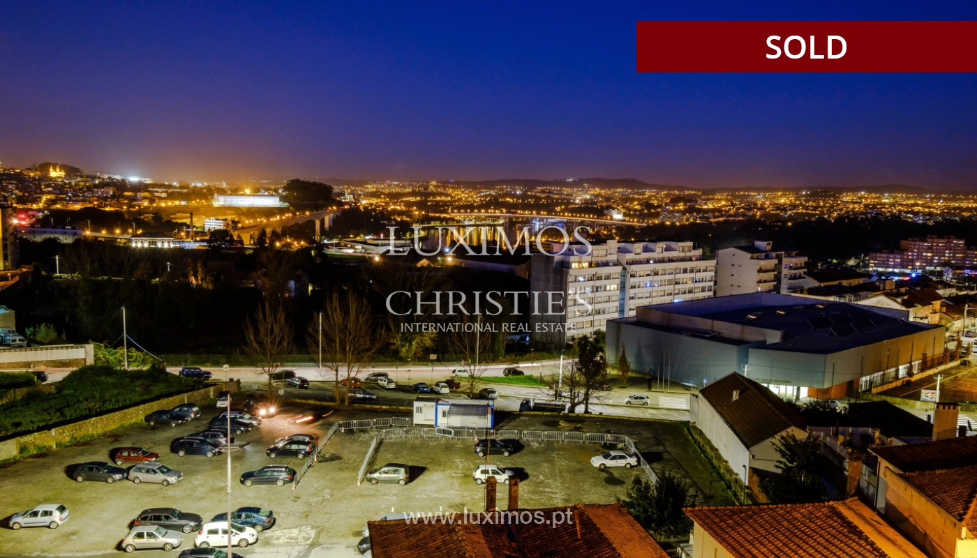 Sale of apartment for remodelling with river views, in V.N. de Gaia, Portugal_158873