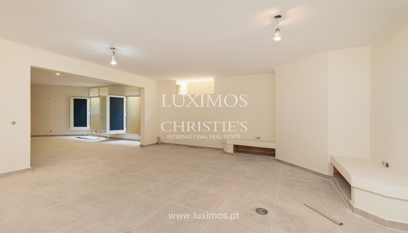 Villa with 4 Bedrooms and swimming pool, center of Albufeira, Algarve_159769