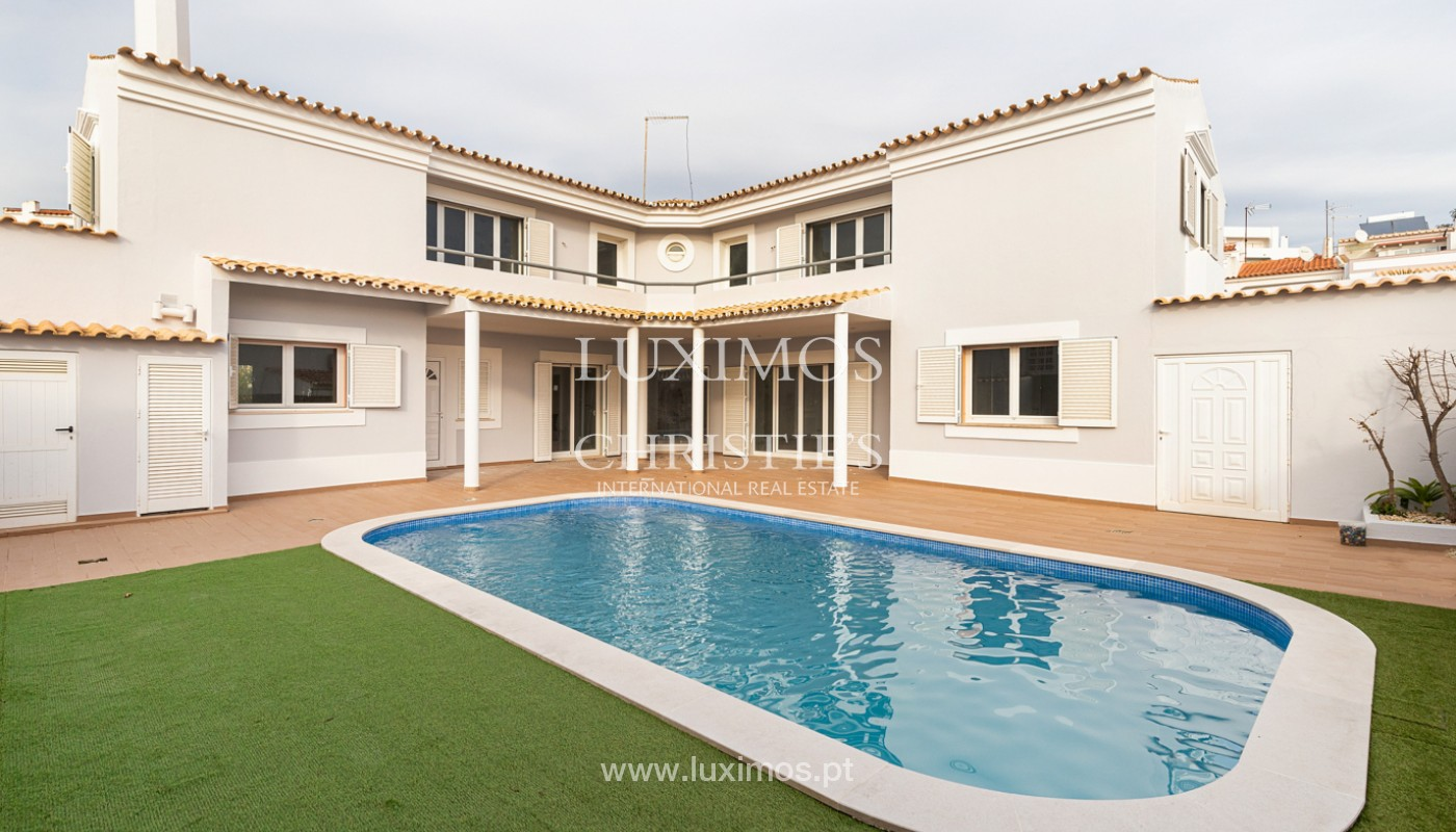 Villa with 4 Bedrooms and swimming pool, center of Albufeira, Algarve_159771