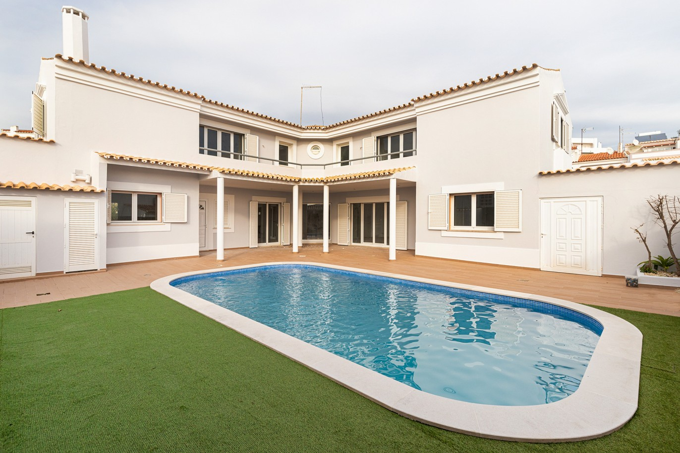 villa-with-4-bedrooms-and-swimming-pool-center-of-albufeira-algarve