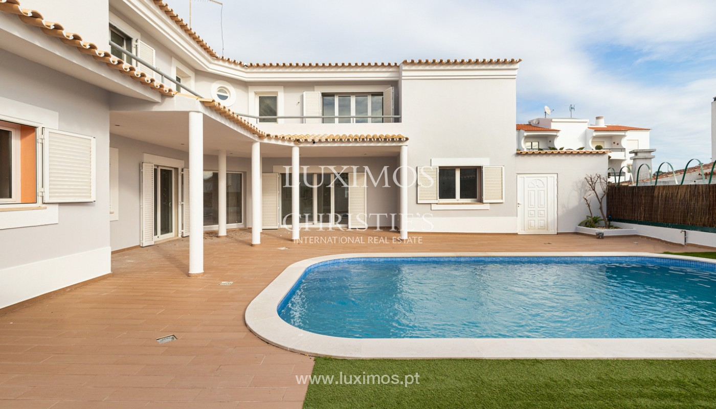 Villa with 4 Bedrooms and swimming pool, center of Albufeira, Algarve_159772