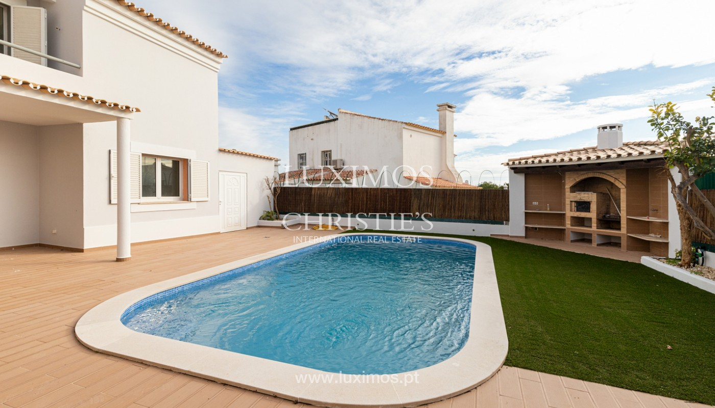 Villa with 4 Bedrooms and swimming pool, center of Albufeira, Algarve_159773