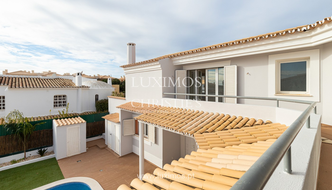 Villa with 4 Bedrooms and swimming pool, center of Albufeira, Algarve_159774