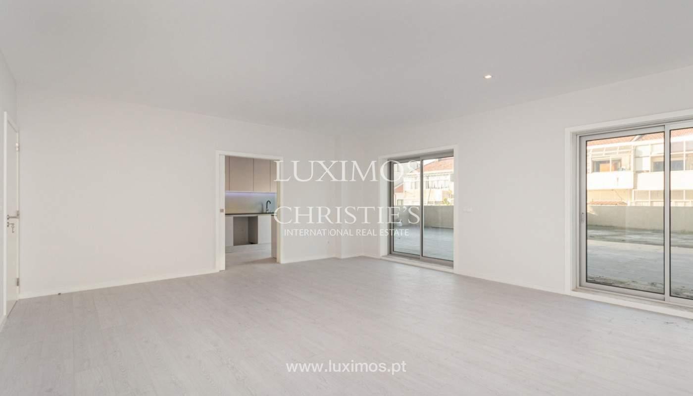 Apartamento remodelado com terraço, para venda, na Boavista_160190