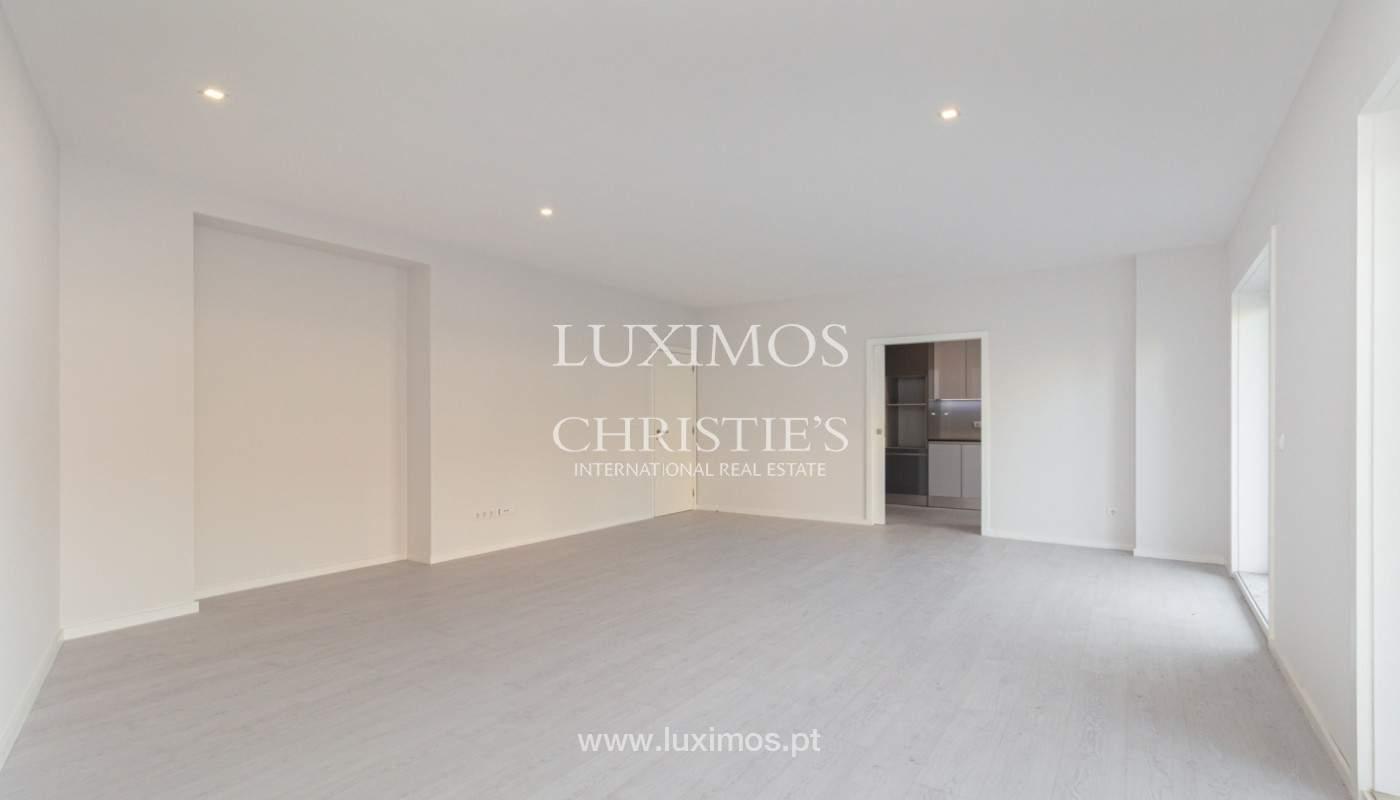 Apartamento remodelado com terraço, para venda, na Boavista_160191