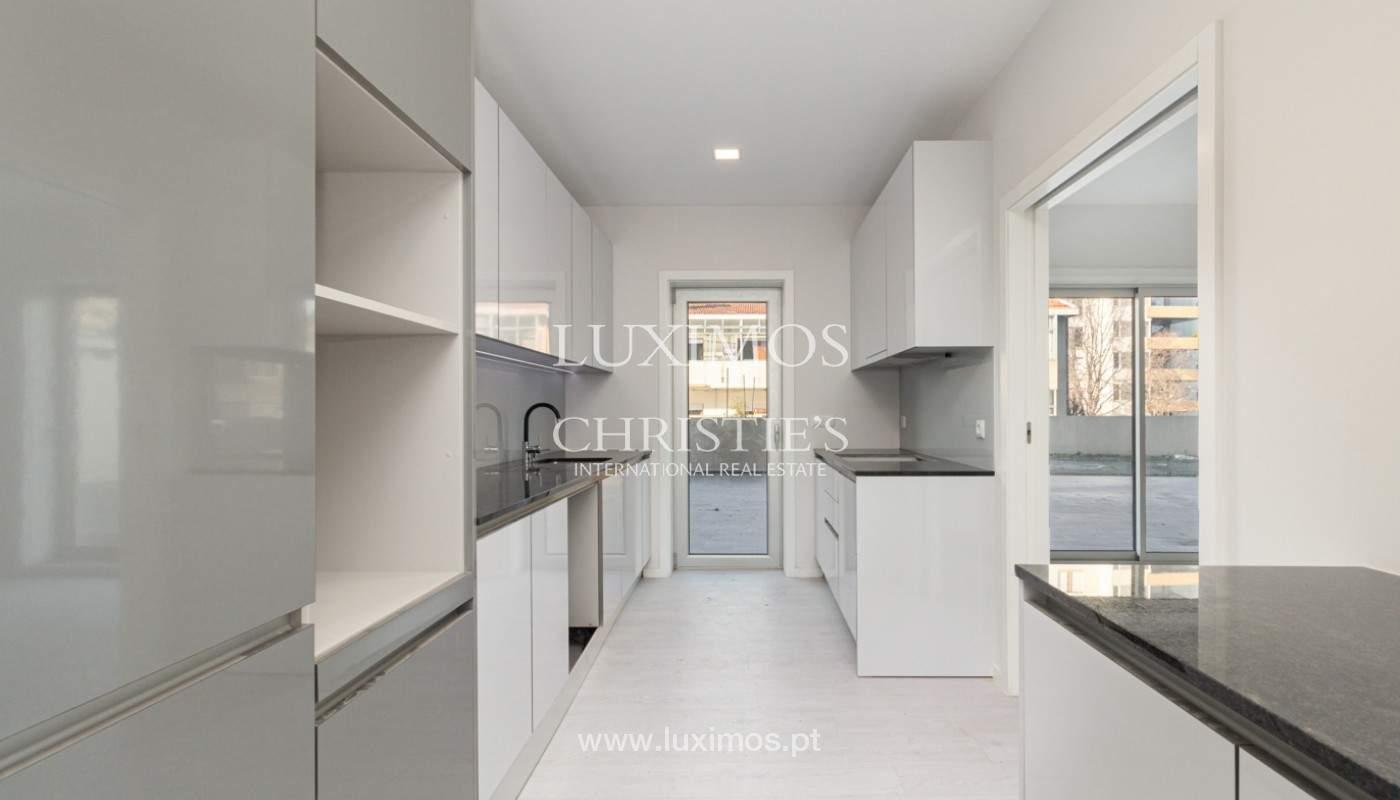 Apartamento remodelado com terraço, para venda, na Boavista_160193