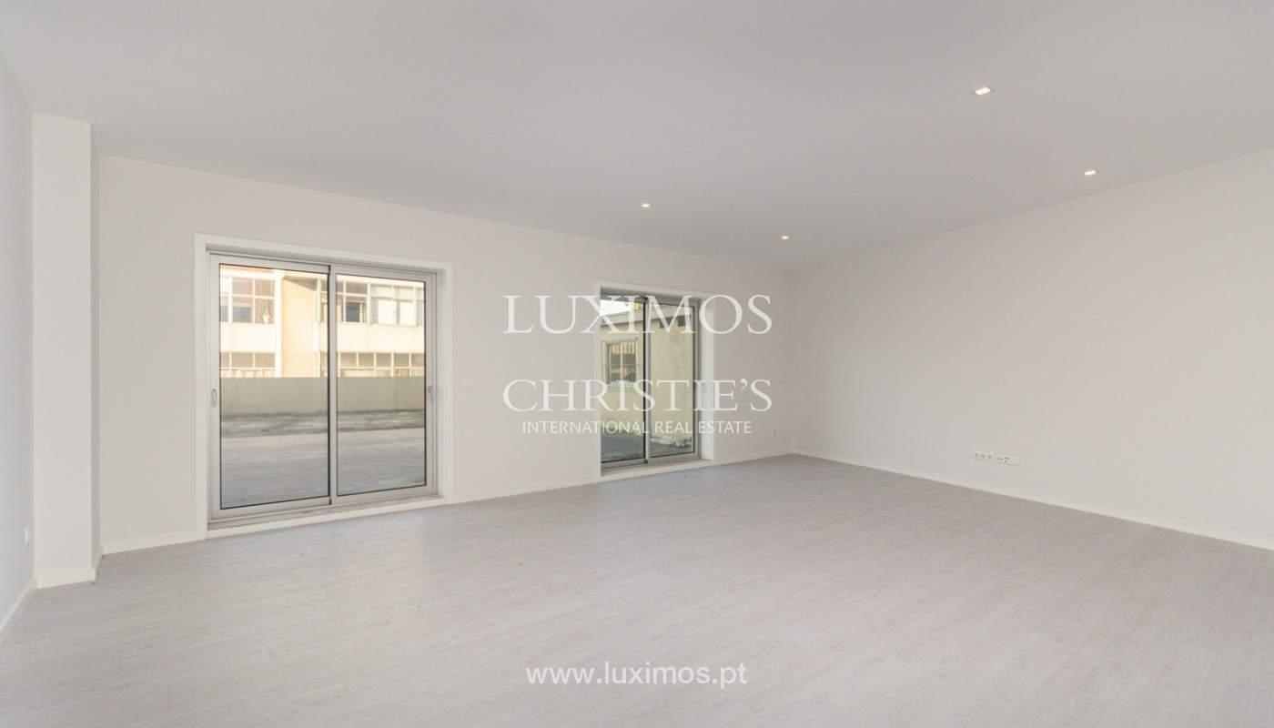 Apartamento remodelado com terraço, para venda, na Boavista_160194