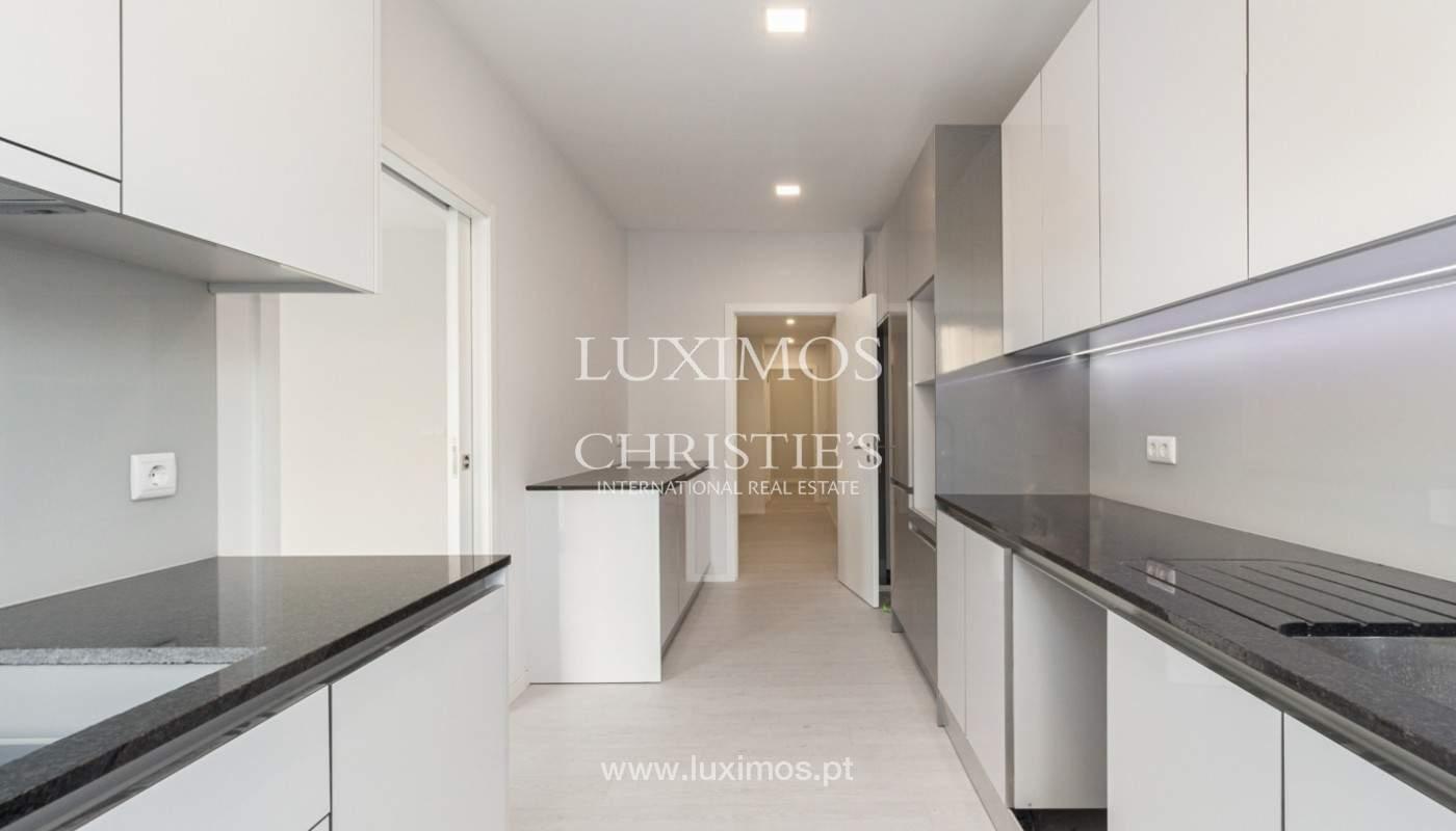 Apartamento remodelado com terraço, para venda, na Boavista_160195