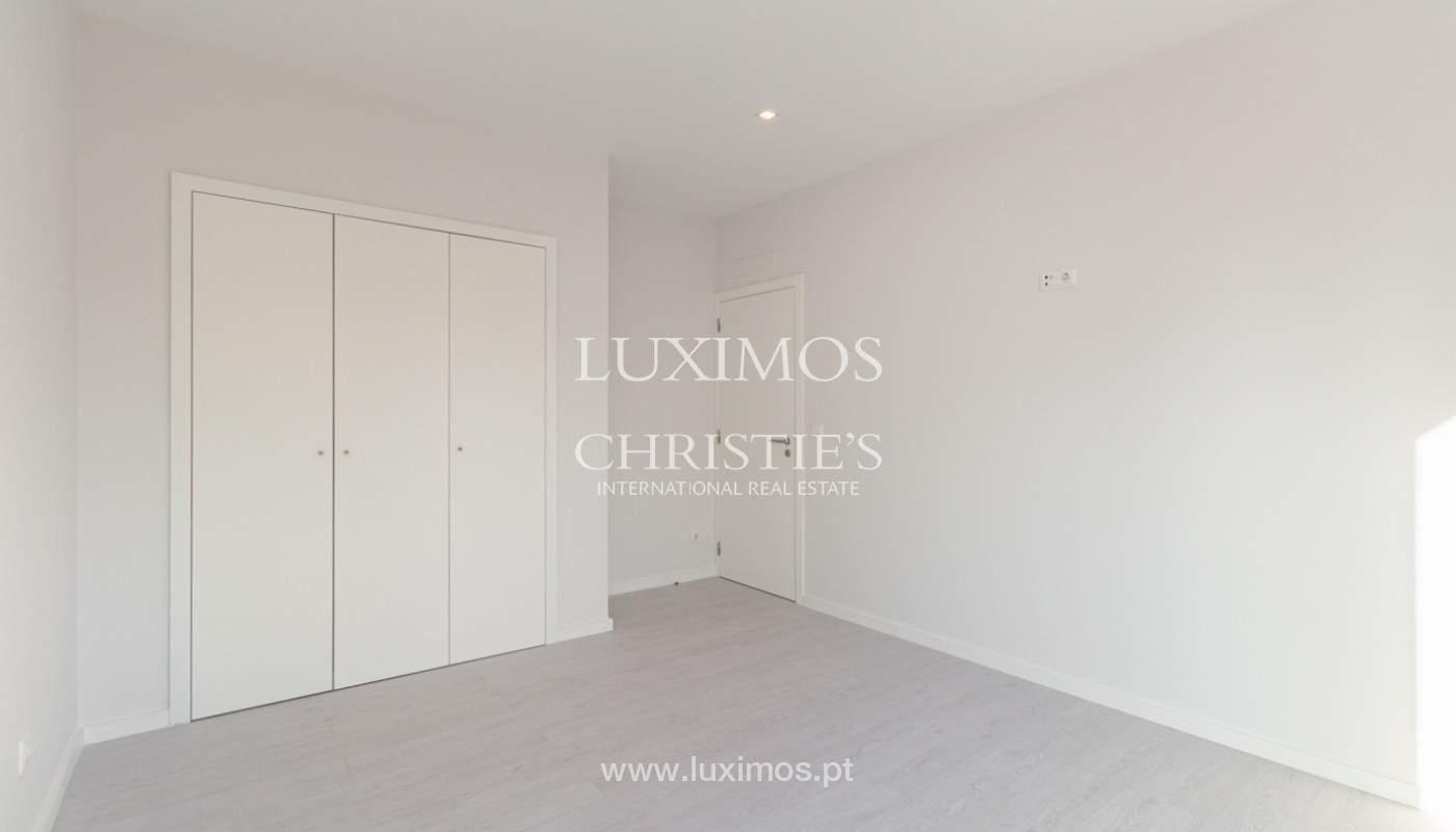 Apartamento remodelado com terraço, para venda, na Boavista_160196