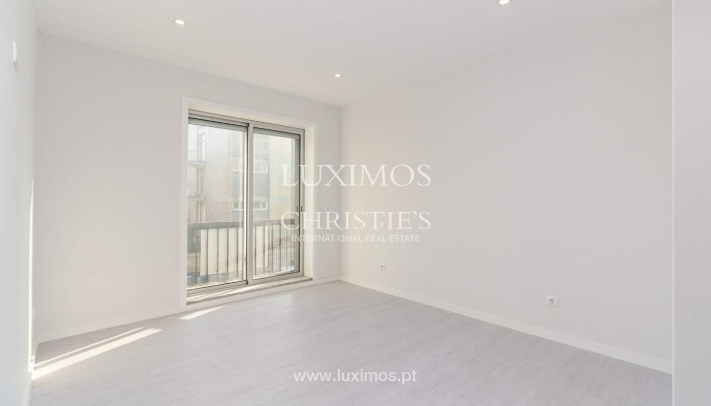 Apartamento remodelado com terraço, para venda, na Boavista_160197