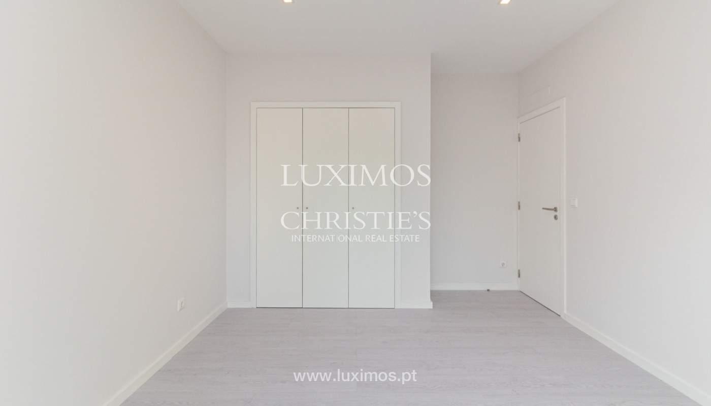 Apartamento remodelado com terraço, para venda, na Boavista_160198