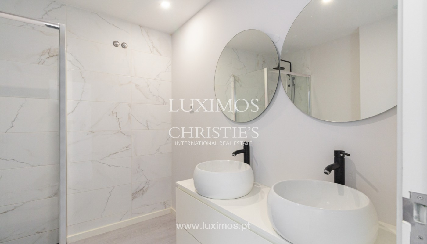 Apartamento remodelado com terraço, para venda, na Boavista_160200